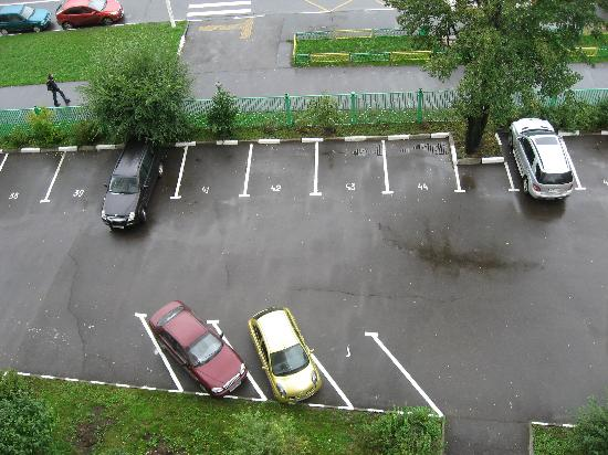Hotel Orekhovo: hotel parking area-1
