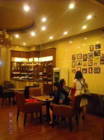 Karst Hotel Guizhou: 大厅的吧台有点特色