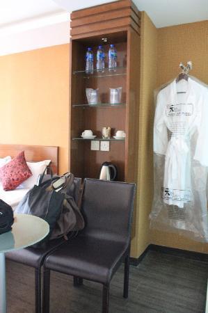 Sunny Day Hotel (Mongkok) : 橱柜,很实在的感觉