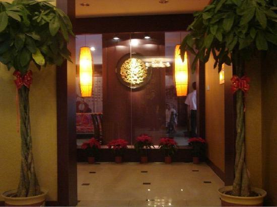 Jinding Yangguang Holiday Business Hotel: 2