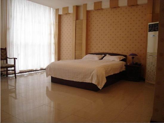 Jinding Yangguang Holiday Business Hotel: 3