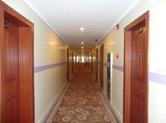 Lanse Gangwan Hotel: 走廊