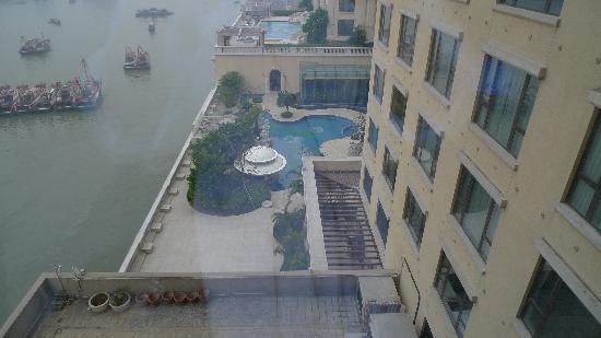 โรงแรมโซฟิเทล มาเก๊า แอท ปงต์ 16: 房间内可以看到港口