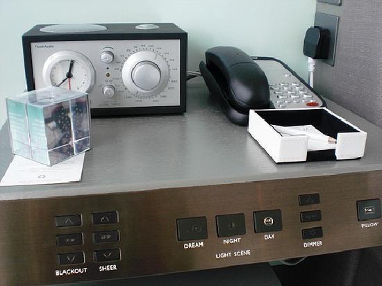 ดับเบิ้ลยู ฮ่องกง: W Hong Kong; Alarm clock-radio-CD player