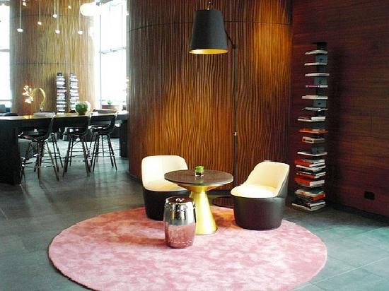 ดับเบิ้ลยู ฮ่องกง: W Hong Kong; Living room