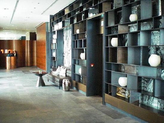 ดับเบิ้ลยู ฮ่องกง: W Hong Kong; Lobby interior