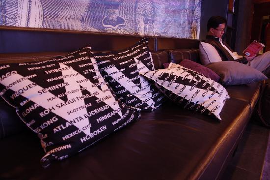 ดับเบิ้ลยู ฮ่องกง: W Hong Kong; PilloWs for guests