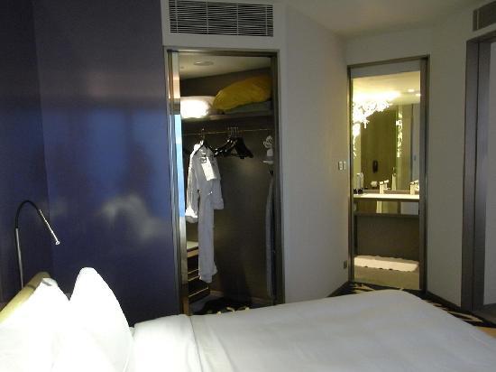 ดับเบิ้ลยู ฮ่องกง: suite bathroom