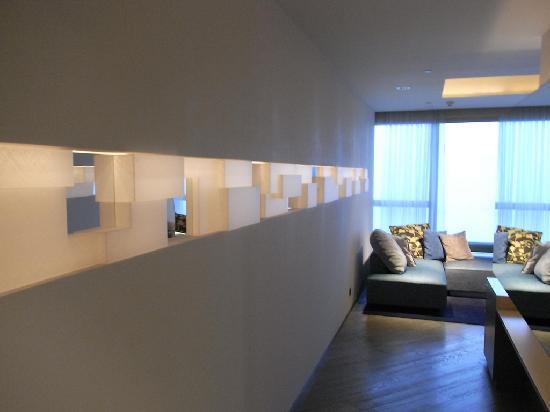 ดับเบิ้ลยู ฮ่องกง: suite entrance