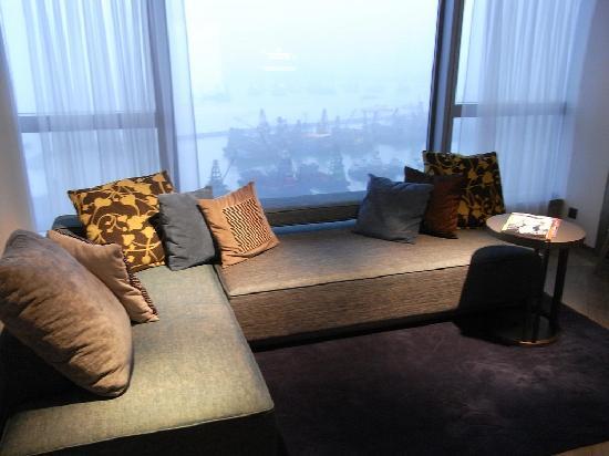 ดับเบิ้ลยู ฮ่องกง: suite living room