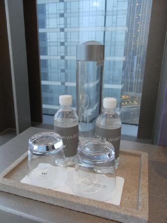 ดับเบิ้ลยู ฮ่องกง: Voss and W brand water