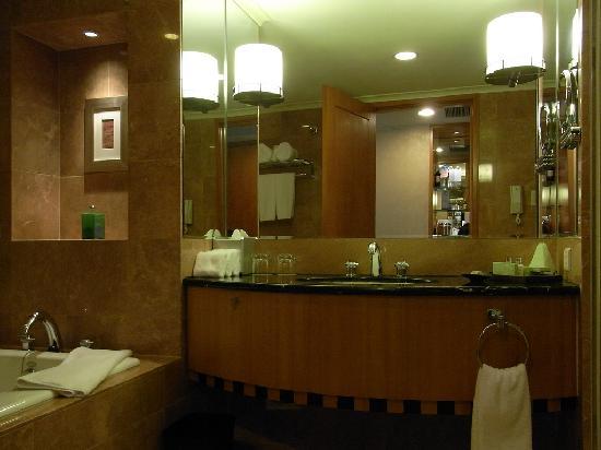 เดอะเวสติน ไทเป: westin taipei; westin workout bathroom