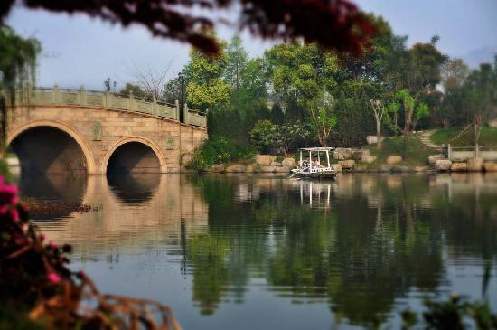 ฮางโจว์ ซานนาดู รีสอร์ท: 湖上游船
