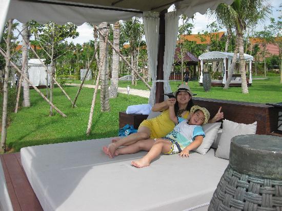 Renaissance Sanya Resort & Spa: 沙滩躺椅