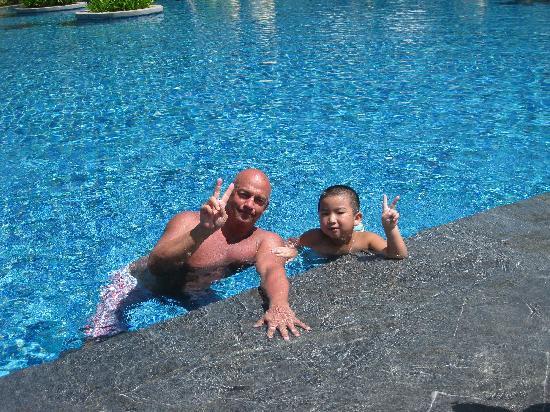 Renaissance Sanya Resort & Spa: 酒店泳池瞭老外