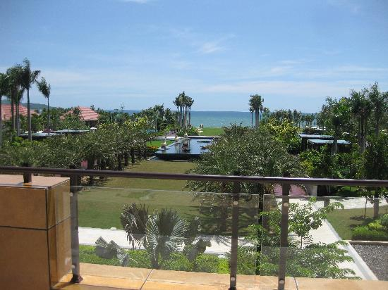 Renaissance Sanya Resort & Spa: 大堂往外看