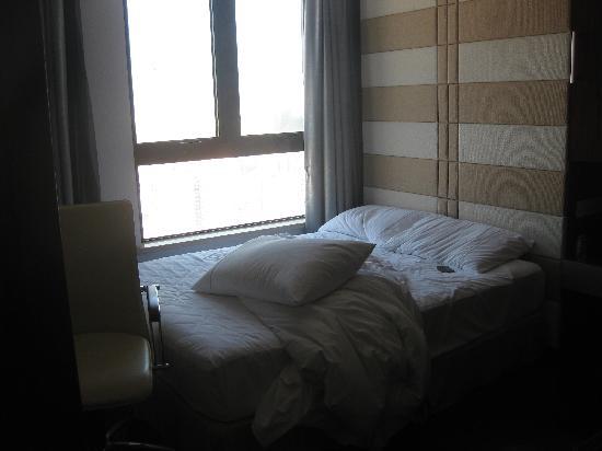 Hainan Airlines Mingguang Hotel: 小小的床