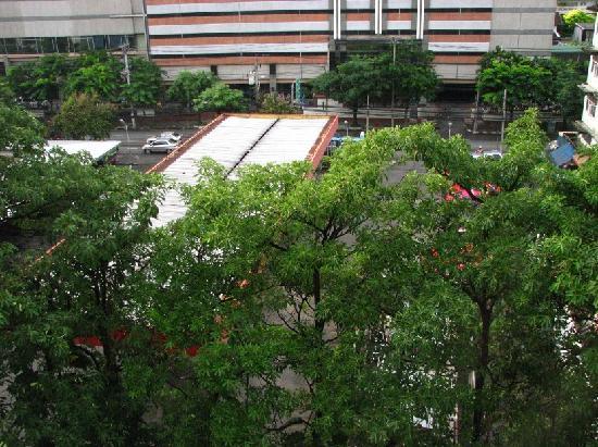 โรงแรมฟอรั่ม พาร์ค: 从阳台往下看