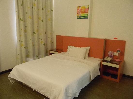Yangguang 99 Inn Guigang Bus West Station: 床