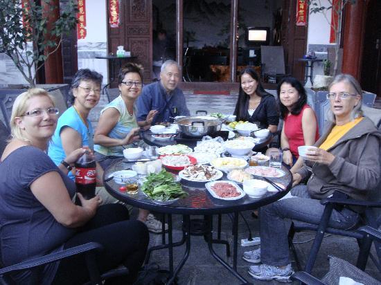 เดอะเจด เออมู อินเตอร์เนชั่นแนลเกสท์เฮ้าส็: 2011年的中秋节火锅饺子宴