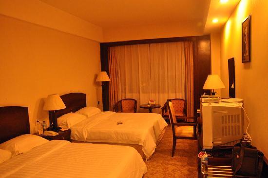 อะพอลโล่ โฮเต็ล: 酒店客房,床铺很大!