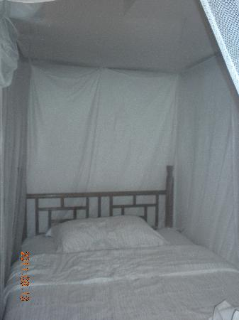 Wuzhen Guest House: 架了蚊帐的床