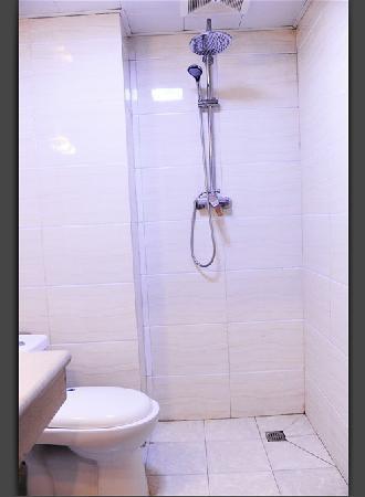 จิวไจ้โกว เซลฟ์ ทัวร์ ยูธ โฮสเทล: 浴室