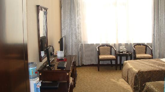 Yilong Business Hotel: DSC00589