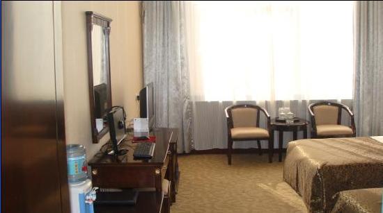 Yilong Business Hotel: 00