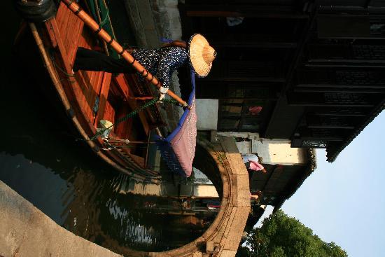 Zhouzhuang Water Town: 船娘
