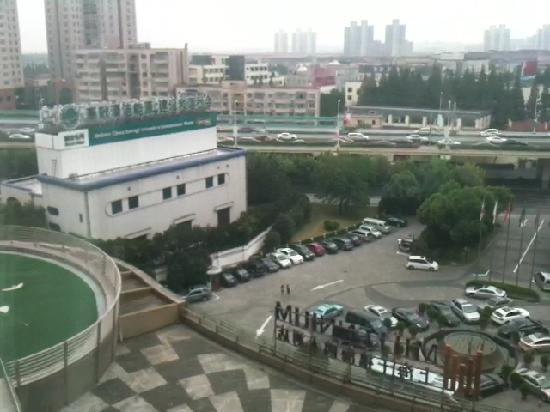 Grand Millennium Shanghai HongQiao: 窗外景色
