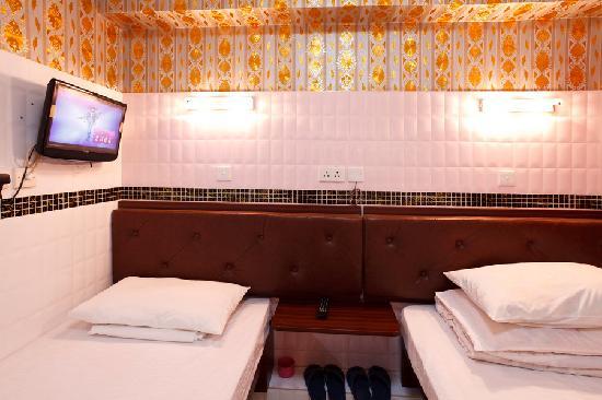 HK Jiang Xi Guest House: 大小床三人房