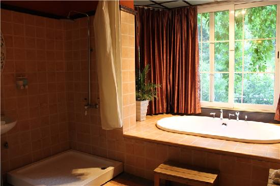 Nana Inn (Yangshuo West Street): 浴室
