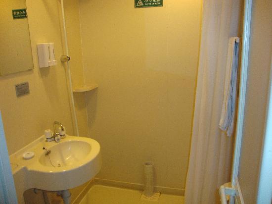 Jinglun Hotel: 卫生间不大