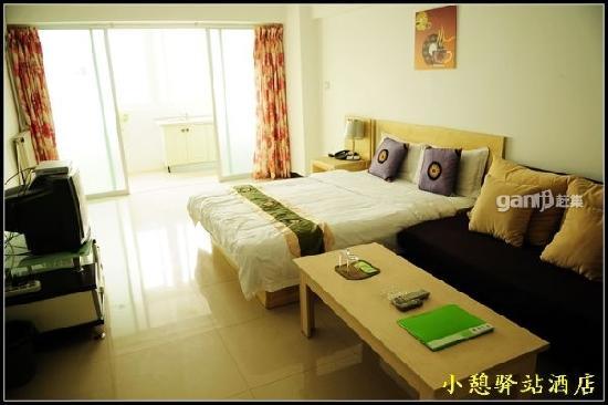 Xiaoqiyizhan Apartment Hotel Xi'an Wo'aiwojia: 大床茶几