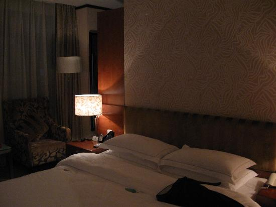 Sanzan Hotel: 房间布置 晚上光线不好 开了闪光就没有感觉了