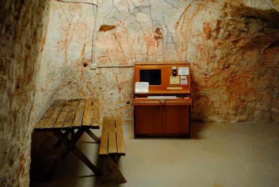 Riba's Underground Camping: 旅店网吧