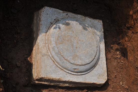 Cishan Temple: 柱础石