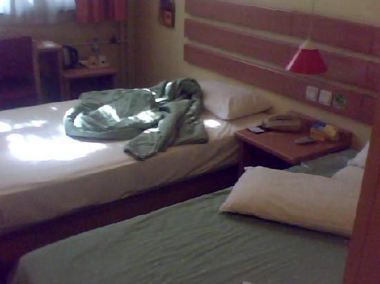 Home Inn (Beijing Anzhen): 房间内两张床