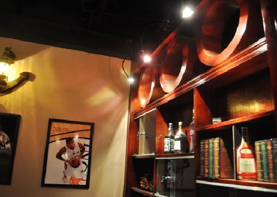 Haikou, China: 巴巴罗萨酒吧