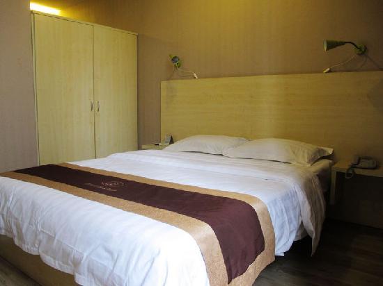 Bo Er Te Business Hotel Chengdu: 客房的床