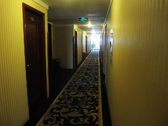 Bo Er Te Business Hotel Chengdu: 客房走廊