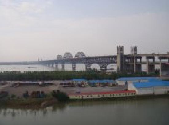 Jiujiang Yangtze River Bridge: 1