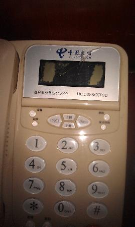 Tianqiao Hotel: 坏了的电话机