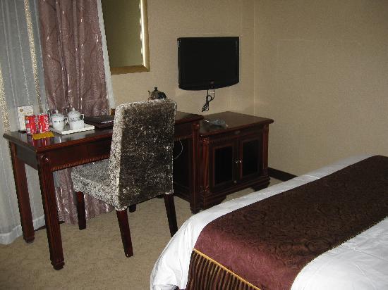 WanJia Oriental Hotel: 房间内免费提供2罐可乐