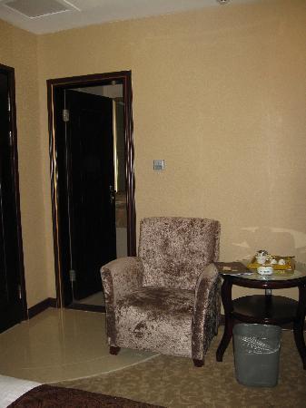 WanJia Oriental Hotel: 2张沙发可以休息和放东东
