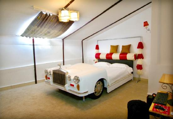 No.16 Hostel: 74年英国女王座驾