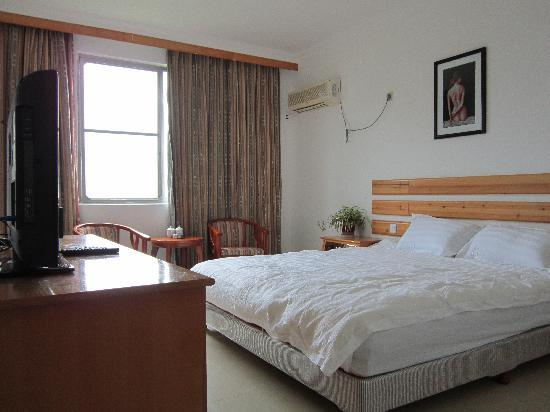 Cuihu Youth Hostel: 观景大床房