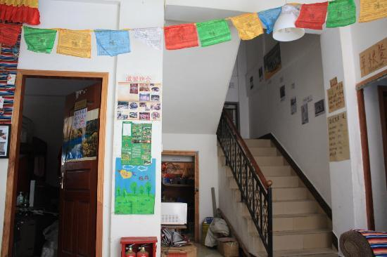 Jiuzhaigou Grass Roots Youth Hostel: 楼梯
