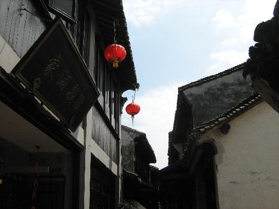 Zhouzhuang Water Town: 高高的房
